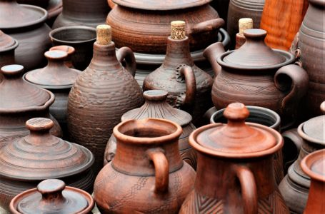 Maybe It's Time We Switch Back To Clay Pots From Metal Cookware To Cook Our Food