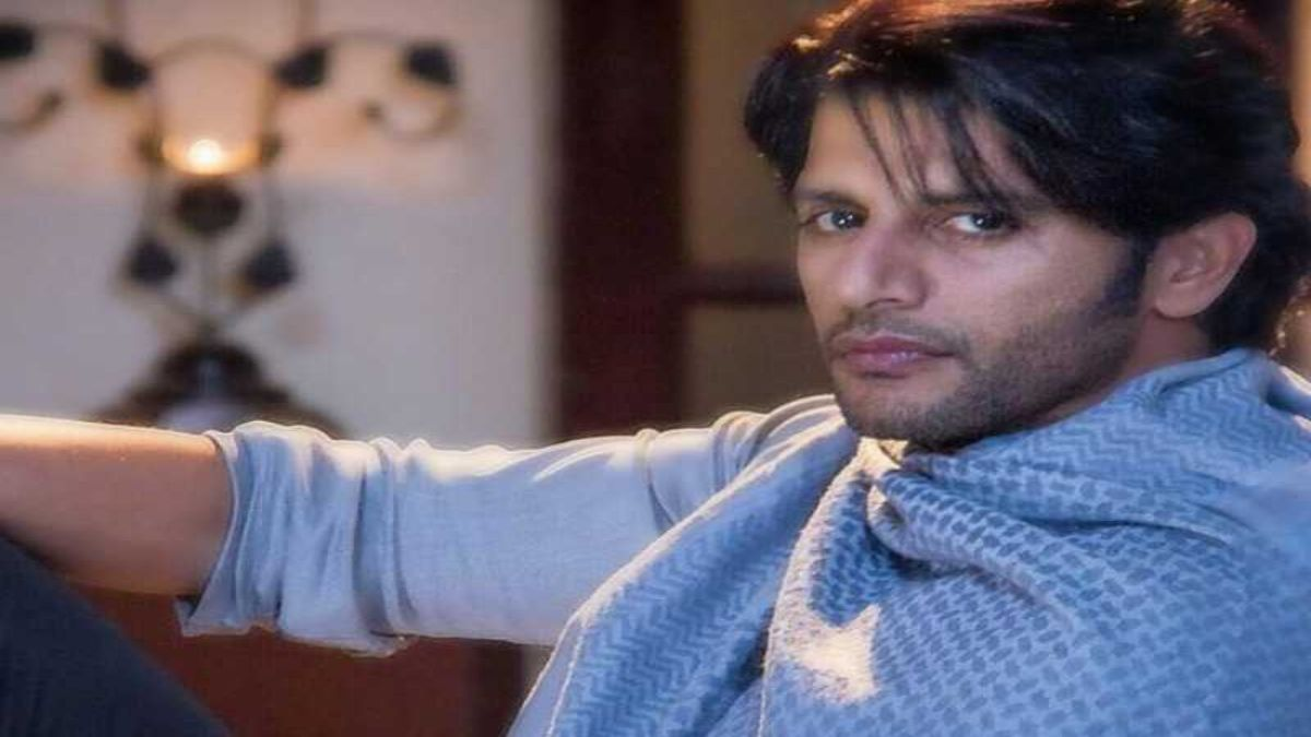 Actor Karanvir Bohra Schooled On Social Media For Double Standards